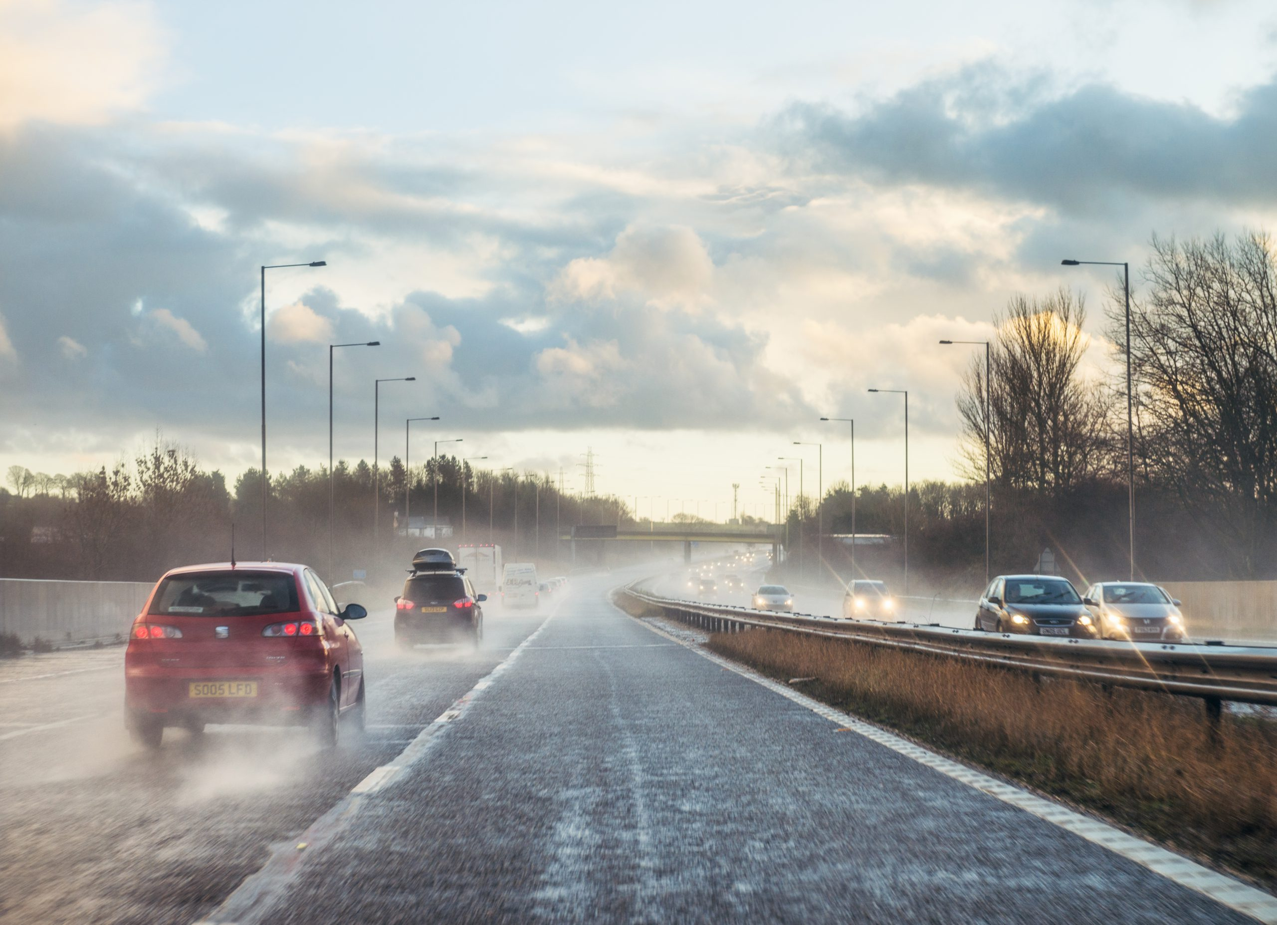 How to adapt your driving to the road conditions and weather